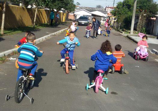 Semana Mundial do Brincar: 62 escolas e creches oferecem atividades.-Na imagem, crianças do CMEI Gramados.Curitiba, 23/05/2017Foto:Divulgação